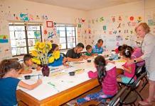 El miedo y la esperanza se hacen dibujo en manos de niños migrantes en EEUU
