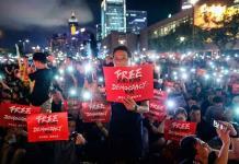 Hongkoneses claman a los líderes defender sus derechos