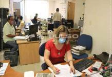 Empleados del Registro Público laboran entre fétidos olores por inundación de aguas negras