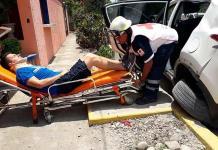 Dos jóvenes heridos, en aparatoso choque