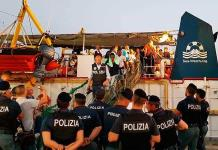 Italia detiene a capitana de nave con migrantes