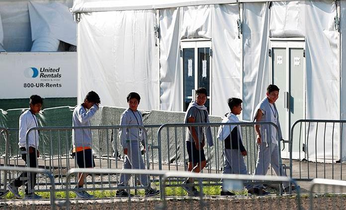 Enfermos y con miedo: así viven los niños detenidos en la frontera de EEUU