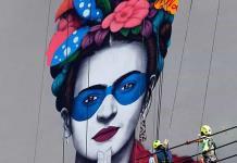 Gran mural sobre Frida Kahlo honra la vestimenta tradicional mexicana