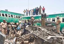 Choque de trenes en Pakistán deja al menos 20 muertos