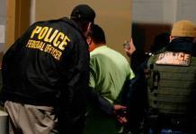 Agentes migratorios llegan a Florida para inicio de redadas de Trump
