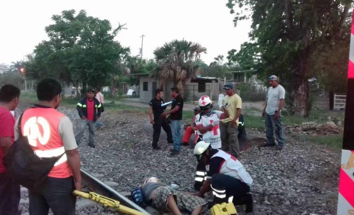 Encuentran a hombre lesionado en las vías del tren