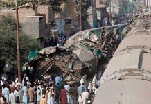 Colisionan dos trenes en Pakistán; 20 muertos