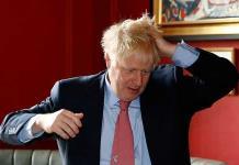 Johnson niega culpa en renuncia de embajador