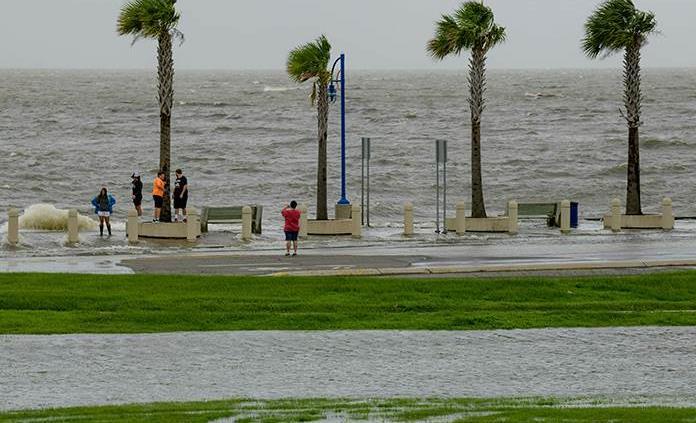 Barry toca tierra en Luisiana y se degrada a tormenta tropical