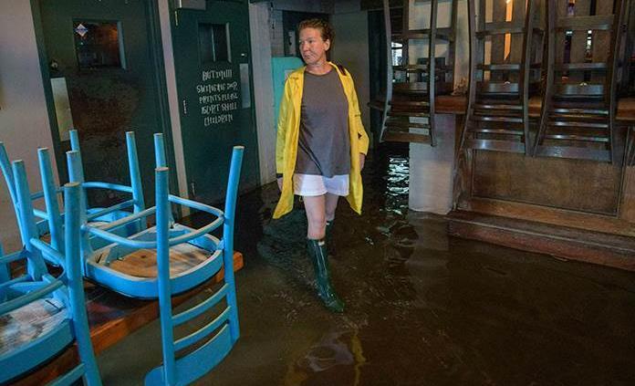 Barry toca tierra en Luisiana y se vuelve tormenta tropical