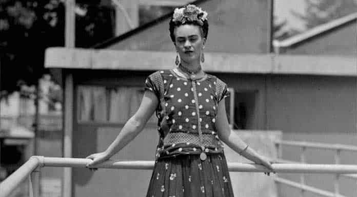 Patronato Frida Kahlo lanza línea de maquillaje'>
