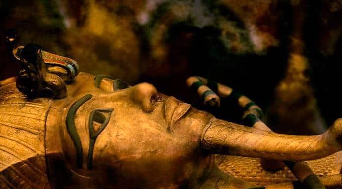 Sarcófago de Tutankamón sometido a su primera restauración'>