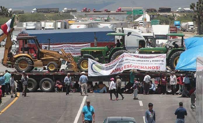 """""""Día negro"""" en el transporte por bloqueo carretero"""