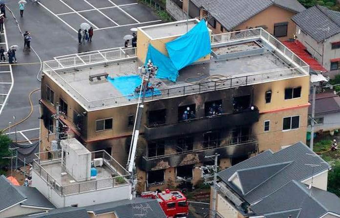Al menos 33 muertos y decenas de heridos por incendio provocado en Japón