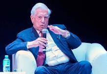 Vargas Llosa: enseñar a jóvenes que libros y pantallas coexisten