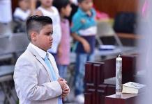 Hugo Vázquez Sánchez recibe la primera comunión