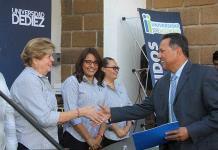 Universidad Vasconcelos entrega títulos y cédulas profesionales