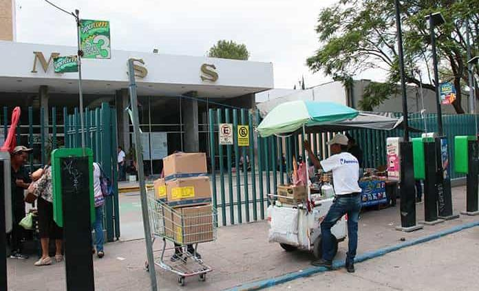 Con permiso de Comercio, un total de 79 vendedores informales en clínicas y hospitales capitalinos