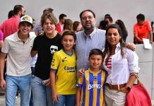 Aficionados apoyan a jugadores del Atlético de Madrid y Atlético de San Luis