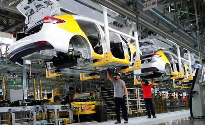 Necesario, no apostar todo al sector automotriz: Zapata Meraz