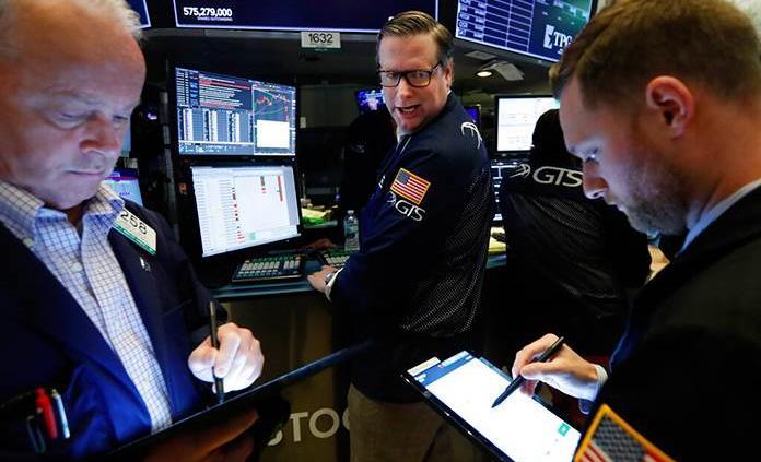Wall Street concluye semana con un nuevo descenso