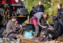 Activistas medioambientales detienen un tren de mercancías de Volkswagen