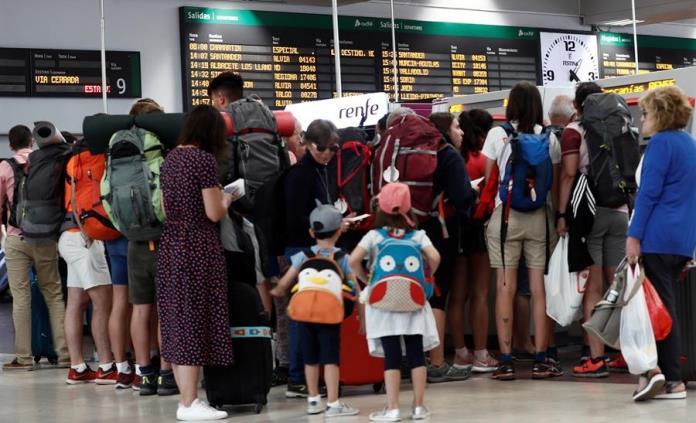 Trenes Renfe, en paro durante vísperas vacacionales en España