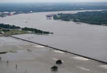 Aguas crecidas de río Mississippi amenazan a Nueva Orleans