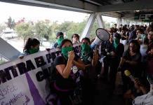 Mujeres manifestantes niegan alguna provocación