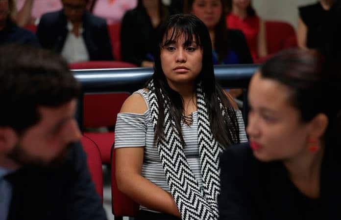 Resultado de imagen para sigue el calvario de la joven salvadoreña acusada de homicidio por un supuesto aborto