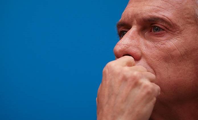 Macri quita impuesto a alimentos tras devaluación