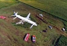 Aterriza de emergencia Airbus A321 en campo de maíz en Rusia