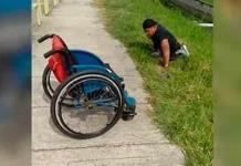 Hombre discapacitado salva a gatito atrapado en drenaje en Malasia
