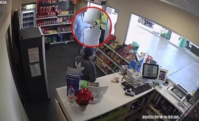 Un ruso asalta una tienda y pide un cognac antes de entregarse a la Policía