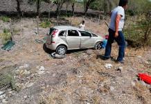 Tres lesionados deja aparatosa volcadura