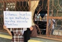 Por constantes robos, padres de familia protestan en escuela y bloquean la carretera a Rioverde