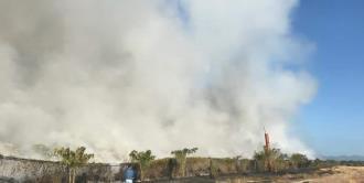 Sin controlar aún, incendio en basurero de Valles