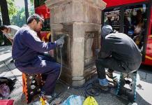 Prueban 30 mezclas para limpiar pintas en esculturas en Paseo de la Reforma