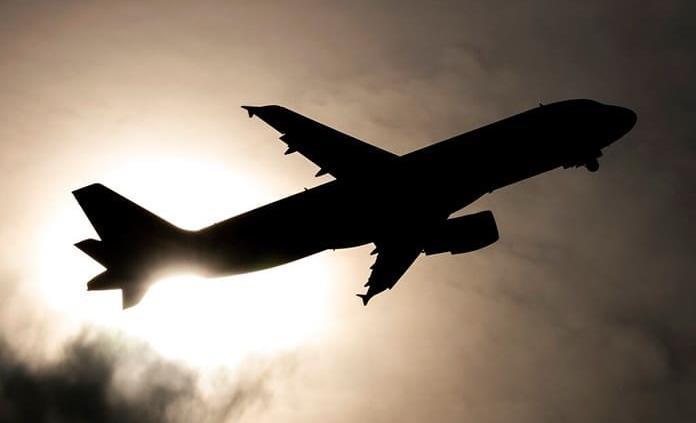 Justicia condena a aerolíneas brasileñas a pagar por maquillaje de azafatas