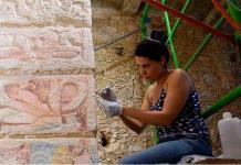 Manos femeninas devuelven antiguo esplendor al sitio maya de Chichén Itzá