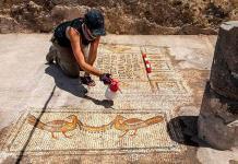Mosaico hallado en Galilea abre debate sobre milagro de los panes y los peces