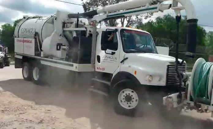 Conagua envía a Matehuala un camión vactor y una grúa