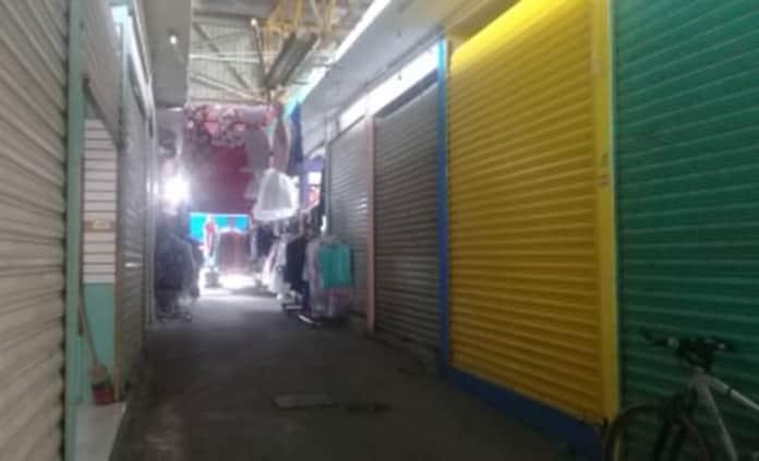 Una bomba de tiempo, bodegas irregulares en mercado de Valles