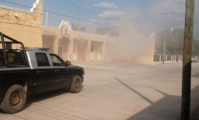 Rafaguean y prenden fuego a una tienda en Tanquián