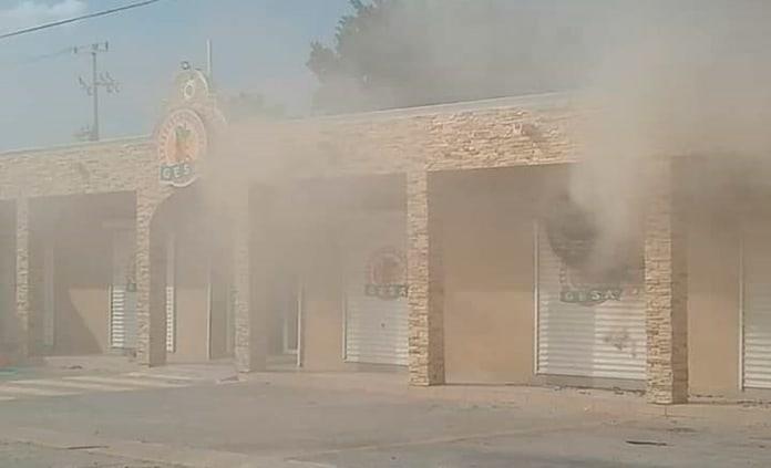 Rafaguean y queman tienda en Tanquián