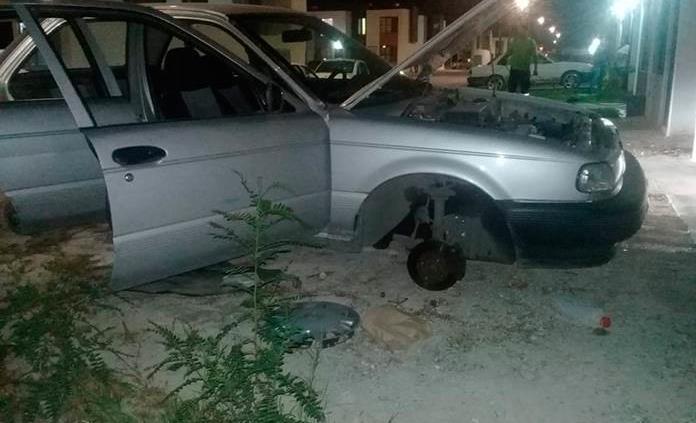 Sin batería y ni llantas, hallan un carro hurtado