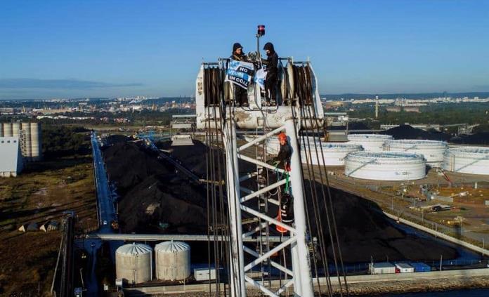 Greenpeace bloquea en Polonia descarga de carbón, el 80% del consumo de energía