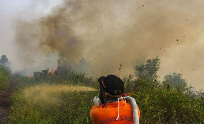Crecen incendios en Indonesia