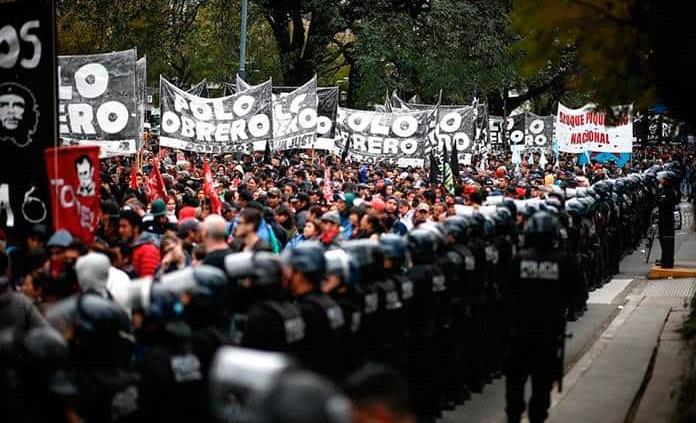 Cientos acampan a la espera de ley emergencia alimentaria en Argentina
