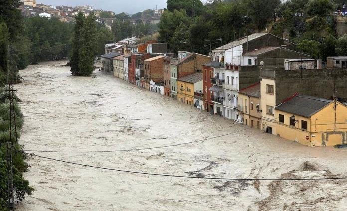 Comunidad Valenciana y Murcia permanecen inundadas por fuertes lluvias